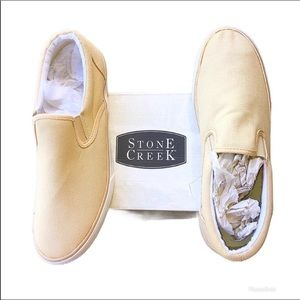 NWT Stone Creek Canvas Loafer